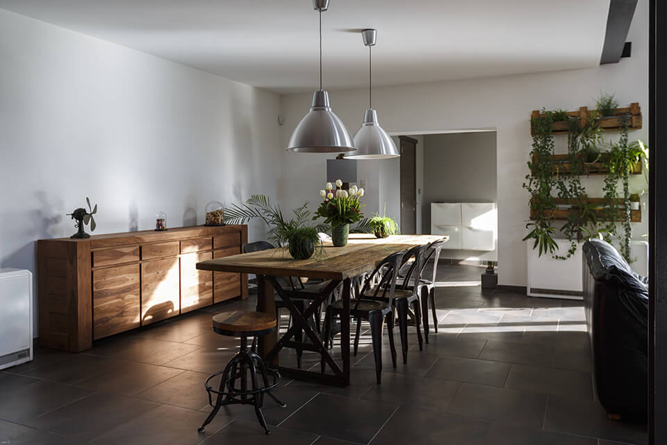 Measure the place before buying a dining table and chairs