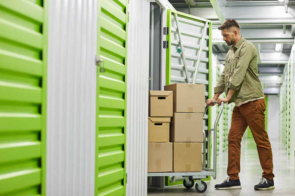 A mover hired through a moving company app places things in storage
